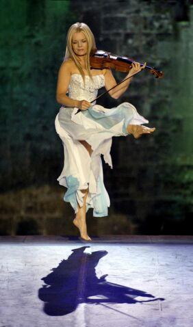 File:Máiréad Nesbitt leaps on.jpg