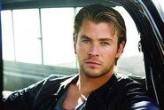 Chris-Hemsworth-chris-hemsworth-27850848-350-234