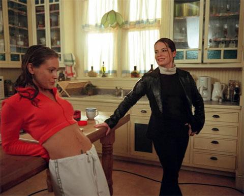 File:Alyssa-behind-the-scenes03.jpg