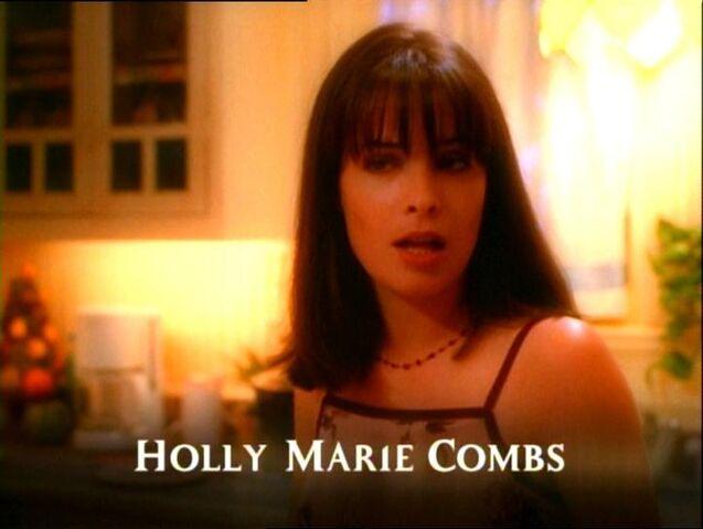 Фајл:HollyMarieCombs102.jpg