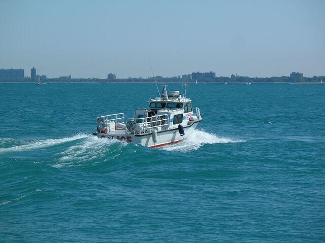 File:Chicago Patrol Boat (Lake Michigan).JPG