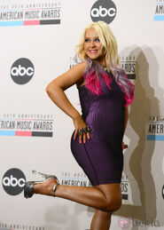 29781 christina-aguilera-posa-divertida-photocall