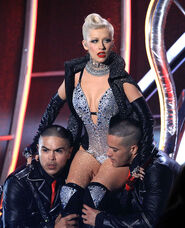 Christina+Aguilera+2010+MTV+Movie+Awards+Show+RMPP8K6km9 l