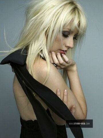 File:Christina-aguilera-marie-claire-photoshoot-outtakes-2010-mq-02.jpg