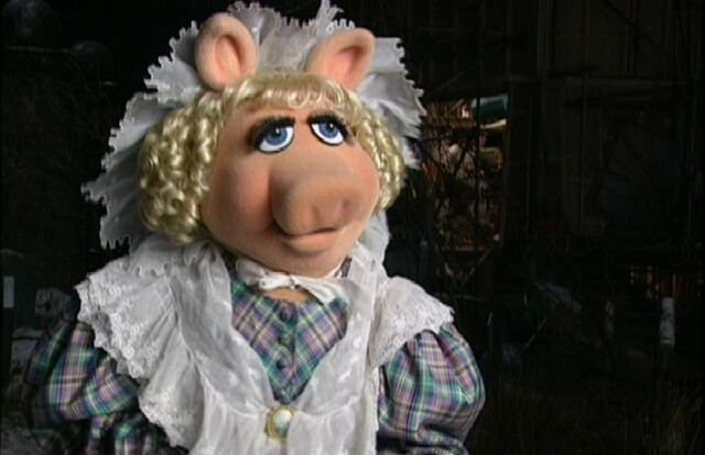 File:Miss Piggy as Emily Cratchit.JPG