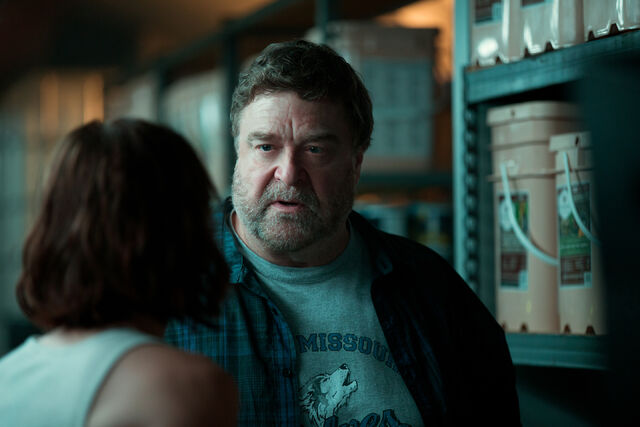File:10 Cloverfield Lane promo 005.jpg