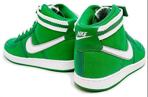File:Nikes.jpg