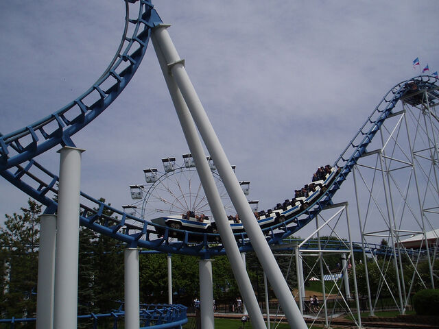 File:Corkscrew (Valleyfair) train.jpg