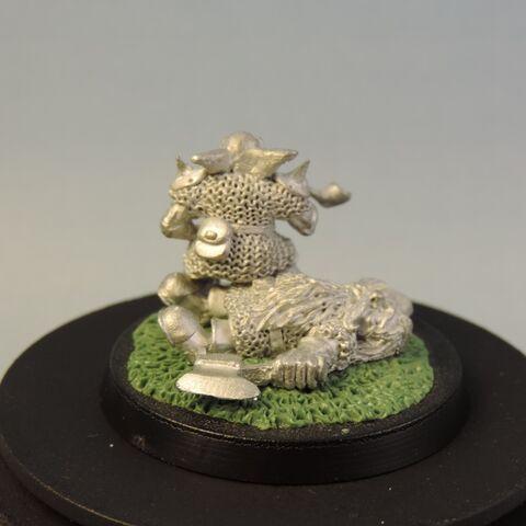 File:Goblin on dead dwarf 3.jpg