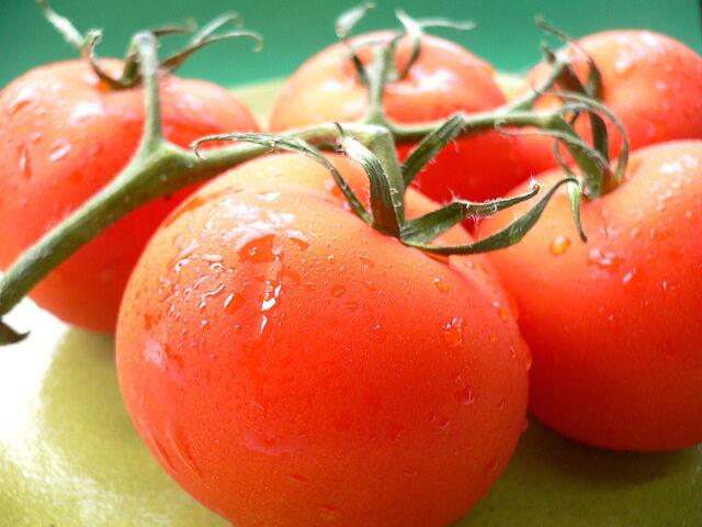 File:Fresh+tomato-5239.jpg