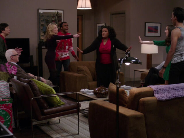 File:4x10-Chang Cornwallis Britta Troy Shirley Annie Abed arguing.jpg