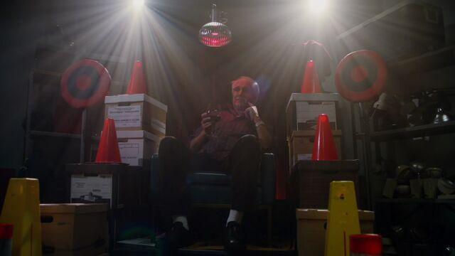 File:2x14-Pierce throne.jpg