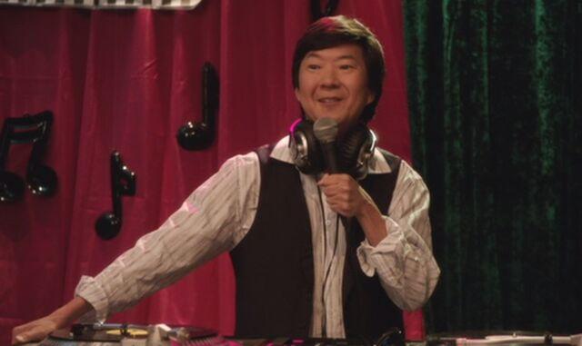 File:S04E08-Chang DJ.jpg