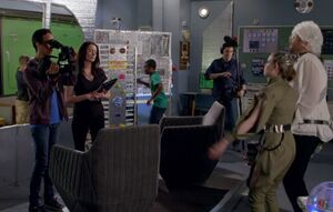 S06E08-Abed filming