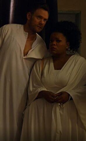 File:S05E08-Shirley and Jeff.jpg