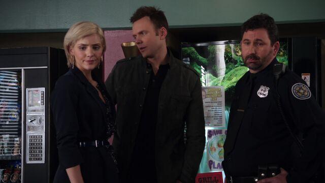 File:S01E18-Cackowski Jeff and Amber.jpg
