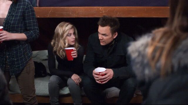 File:1x25 Jeff and Britta keg party1.jpg