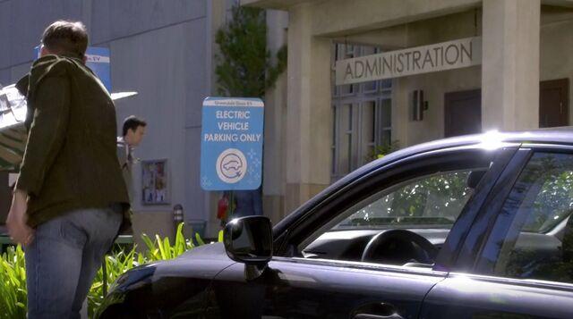 File:S06E01-Electric Lexus.jpg