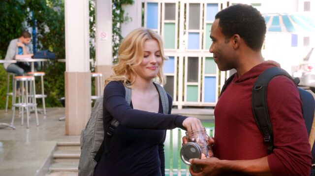 File:4x1 Troy and Britta fountain 5.jpeg