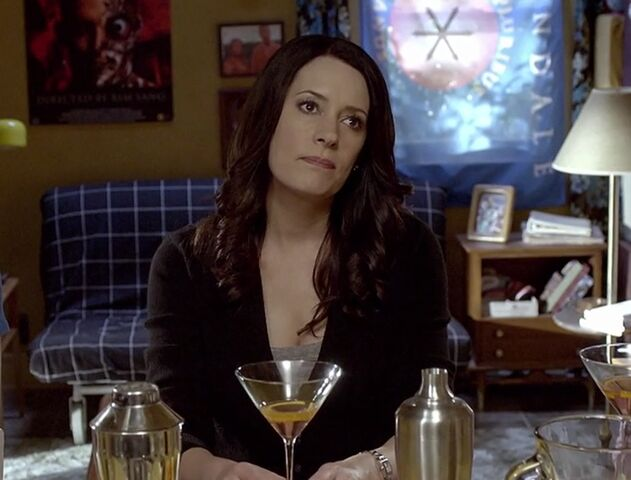 File:S06E12-Frankie drinks.jpg