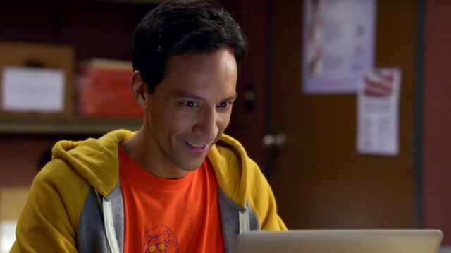 File:6x1 Abed work montage clothing 2.jpg