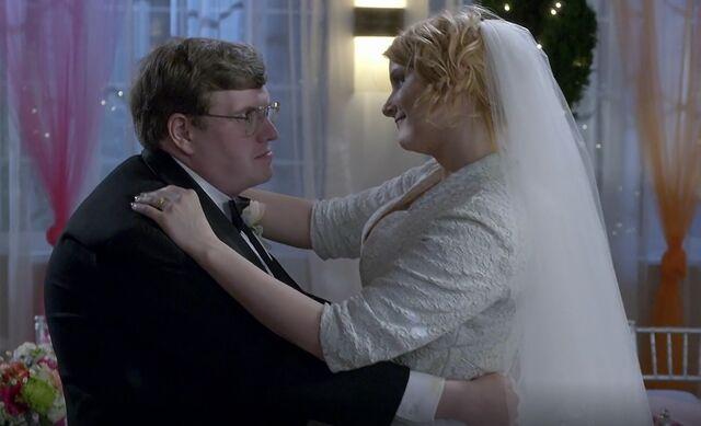 File:S06E12-Stacy and Garrett dancing.jpg