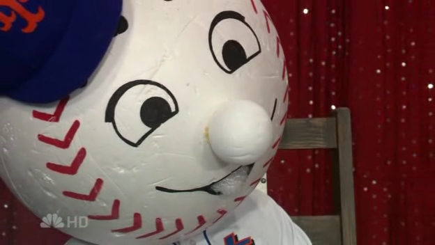 File:The Queens College Mr. Met in an Electric Chair 2.png