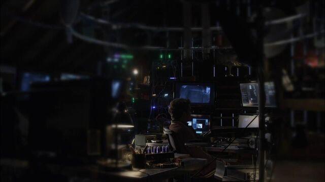 File:1x02 alec's setup.jpg