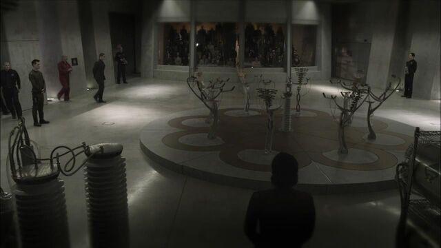 File:1x01 execution audience.jpg