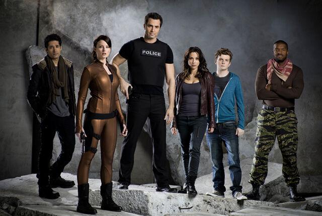 File:Promo Cast S1 03.jpg