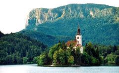 Sfarsoara monastery in Vlacea county.jpg