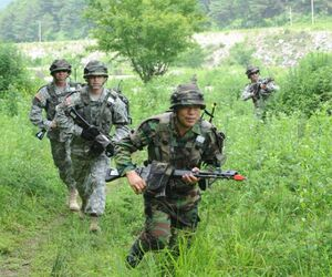 American soldiers preparing for League offensive