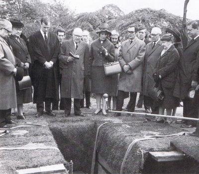 File:Martha funeral.jpg