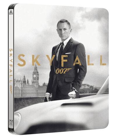 Archivo:Skyfall dvd.jpg