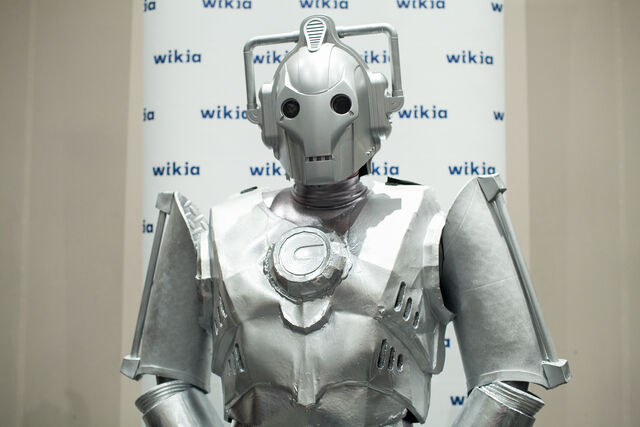 File:Cyberman NYCC.jpg