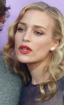 File:File-PiperPerabo.jpeg
