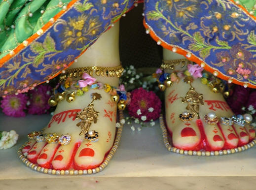 File:Man made model of Divine Feet.png
