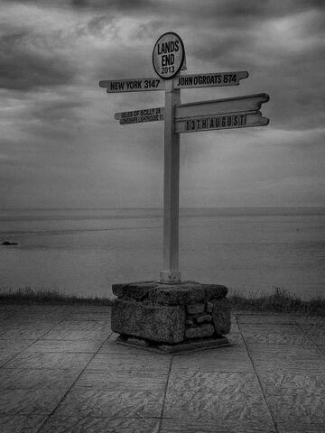 File:Signpost at Land's End.jpg