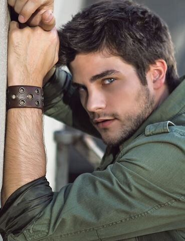 File:Brant-daugherty-cuff.jpg
