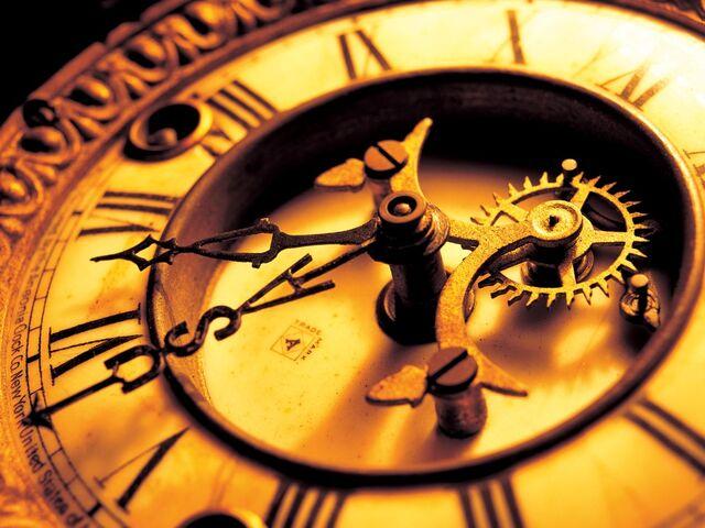 File:Antique mechanical clock.jpg