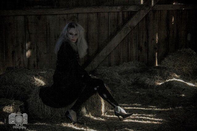 File:Me in barn love.jpg