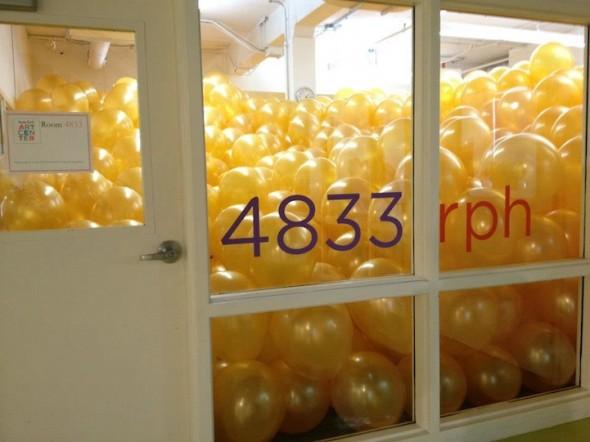 File:Huge-Balloon-Filled-Rooms-4-590x442.jpg