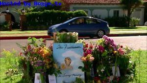 File:Curb-your-enthusiasm S06E03 the-ida-funkhouser-roadside-memorial.jpg