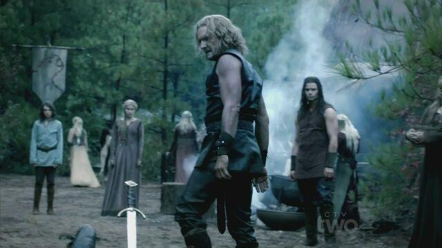 File:Mikael-3x08-Ordinary-People-mikael-the-vampire-hunter-26537405-1280-720.jpg