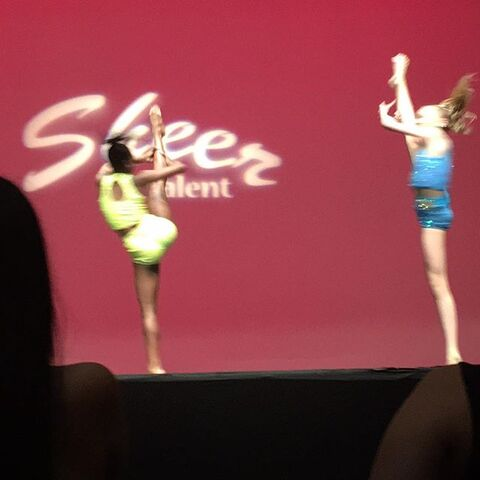 File:707 Brynn and Camryn Snap That on stage.jpg