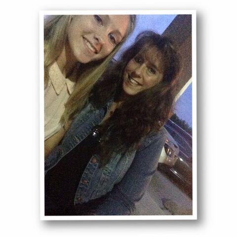 File:Tara and mom 2014-09-04.jpg