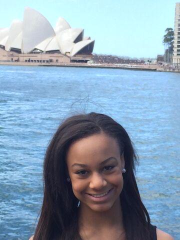 File:Nia that Sydney opera house or whatevs.jpg