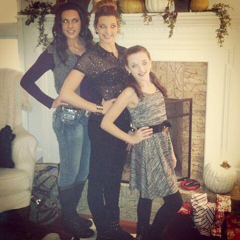 File:Kendall-sisters-2012-Jillgram.jpg