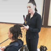 718 Kendall doing Nia's hair