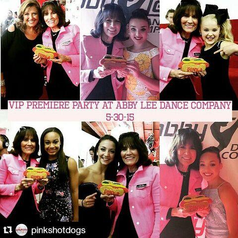 File:Gloria Pink of pinkshotdogs - with Abby Kendall JoJo Nia Tessa Maddie - via Maddie IG.jpg